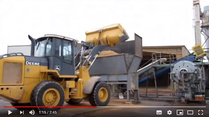 Hammer mill feed hopper