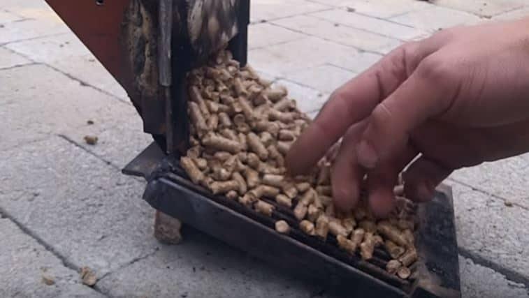 Wood pellet grate of a rocket mass heater